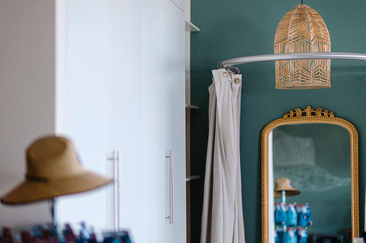 Simple accents for a chic, barefoot luxury design